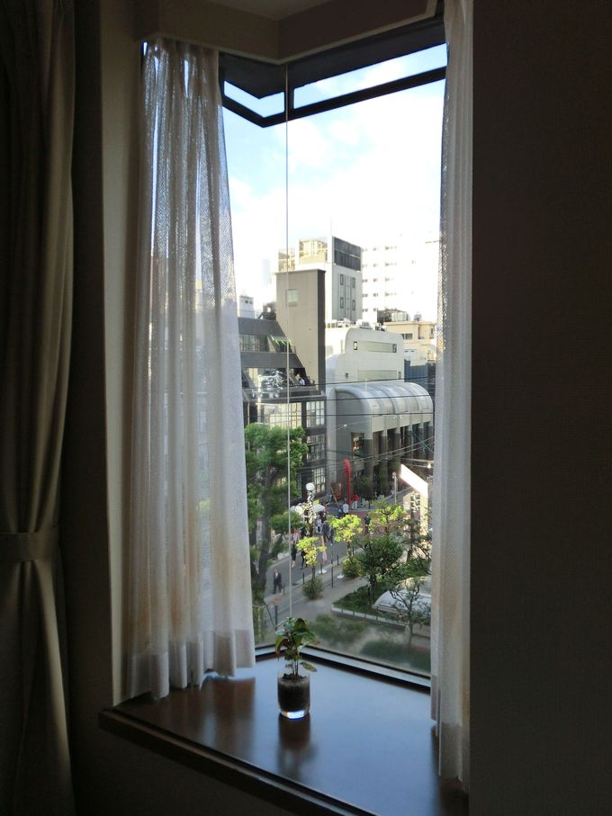 繁華街の中心とは思えないホテル