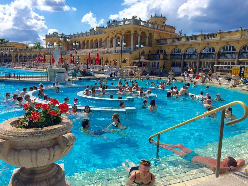 世界で唯一の温泉都市!ブダペスト「セーチェニ温泉」で『テルマエ・ロマエ』の世界を