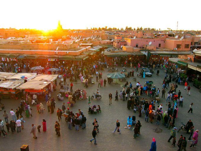 昼も夜も賑わいを見せるジャマ・エル・フナ市場