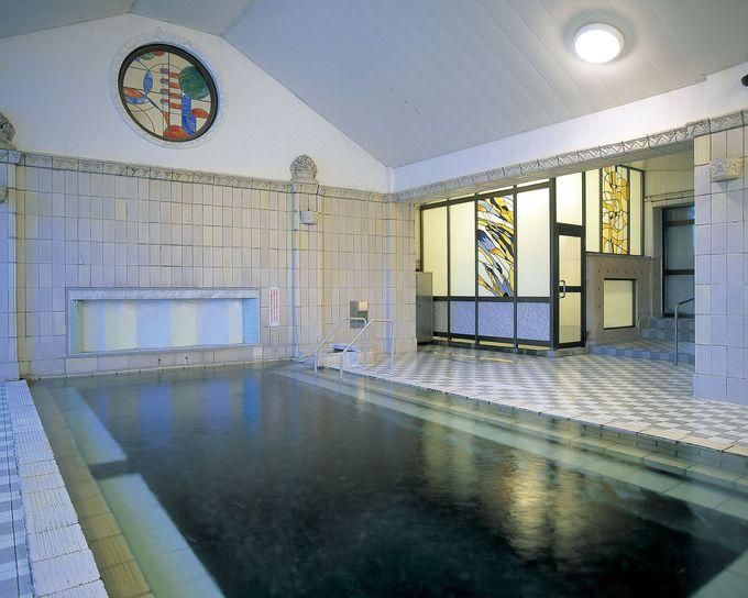 大理石造りの千人風呂。
