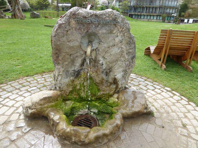 溢れ出る天然炭酸水