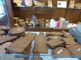 ベルギー・ディナンでは噛めない程硬〜いクッキーをお土産に!