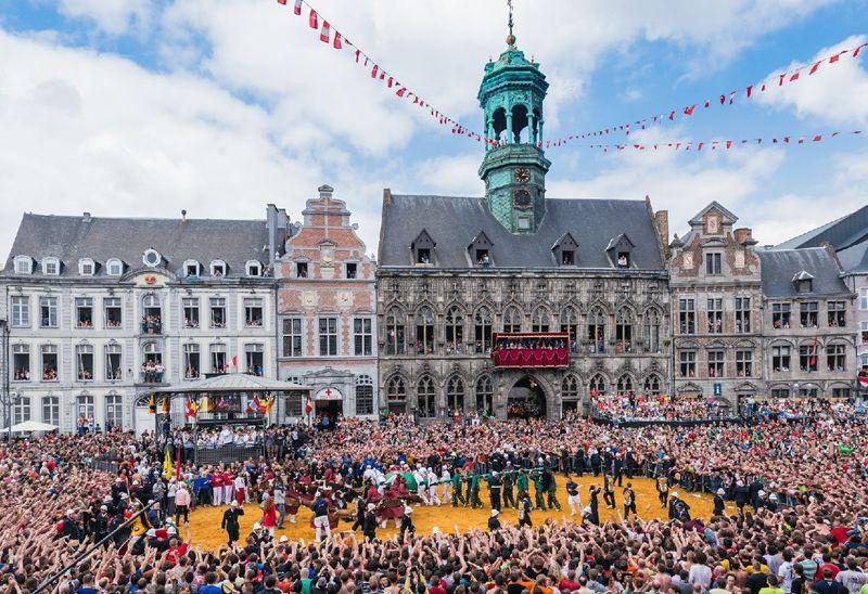 ベルギー世界文化遺産「ドゥドゥ祭」を女性も120%楽しむコツ!