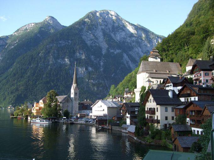 絵のような美しさ!湖面に映る風景が魅力のハルシュタット