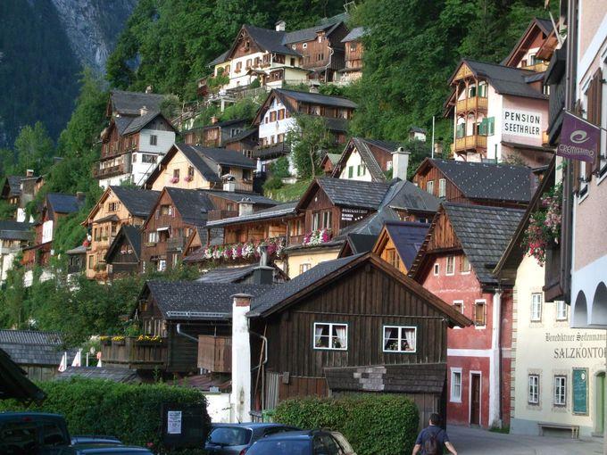 斜面に張り付く可愛らしい家並み