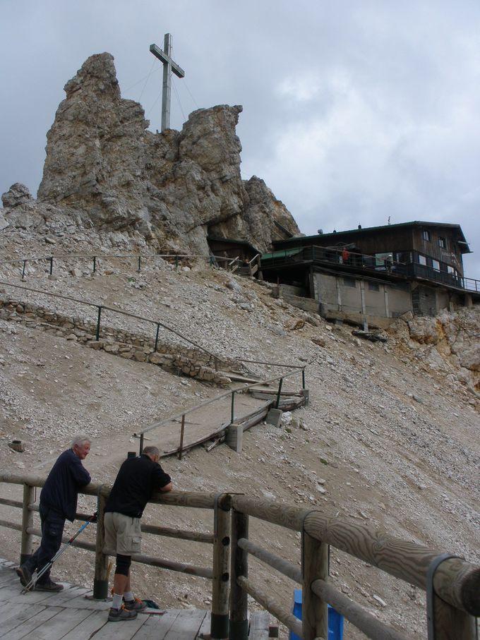 クリスタッロ山へリフトを乗り継いで