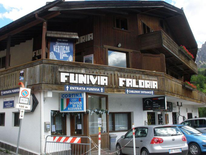 先ずはコルチナの町からファローリア山へ!