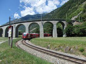 世界遺産の絶景!スイス「ベルニナ急行」で途中下車するならここ!