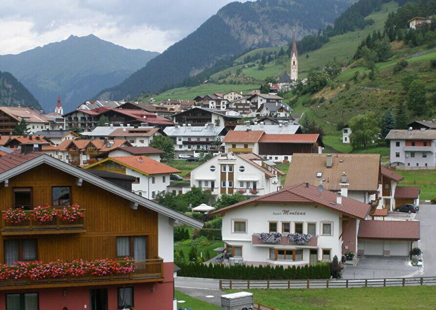 オーストリアの小さな村「ナウダース」