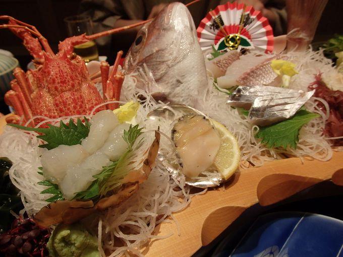 お部屋で頂く豪華なお食事は海の幸・山の幸が満載!