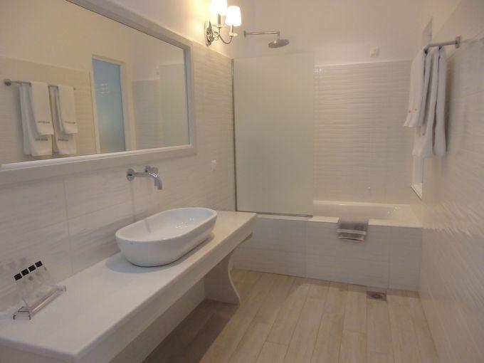 バスタブ付きの浴室も広く、トイレは別室
