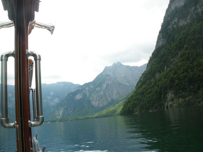 静まり返った湖上に響き渡るトランペットの美しい音色♪