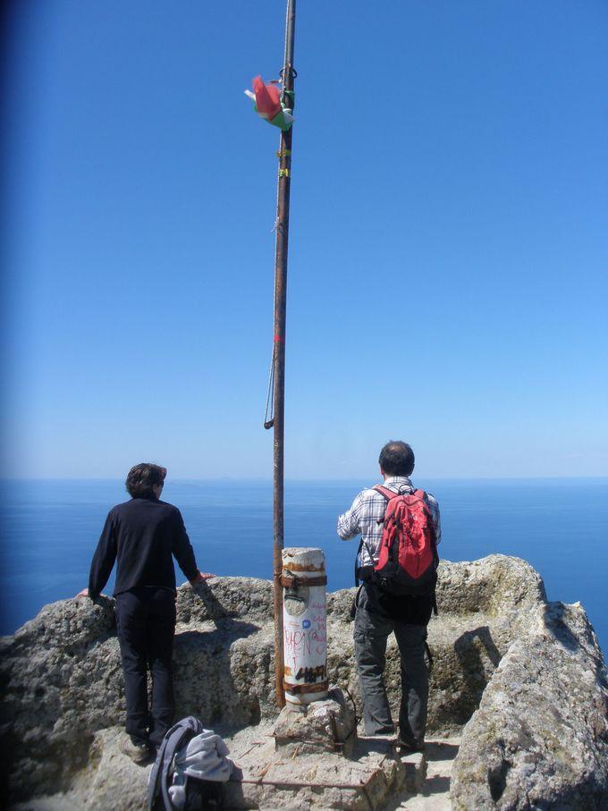 イスキア島のおへそ!モンテ・エポメオ山頂から見渡すナポリ湾