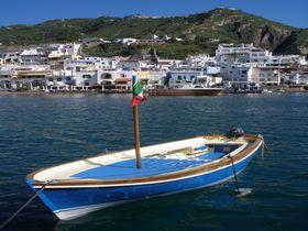 海と山から絶景続き!南イタリアのナポリ湾に浮かぶイスキア島