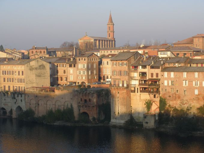 ミディ・ピレネーのタルン川の河畔にある中世の町!アルビ