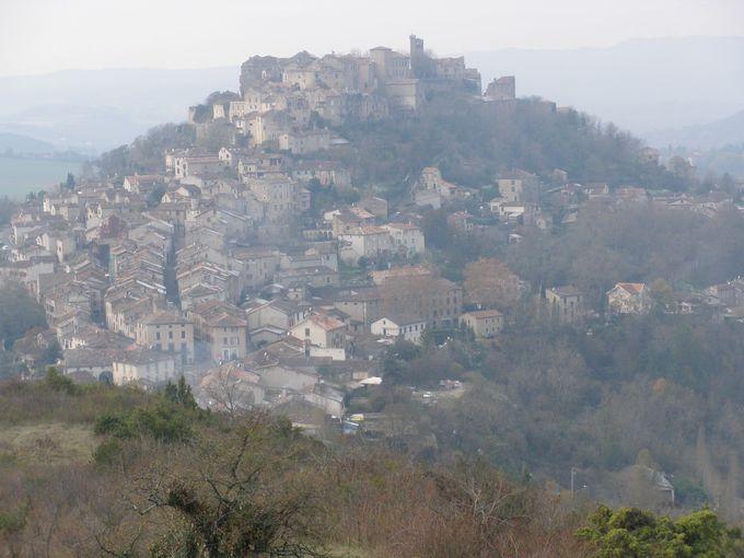 コルド・シュル・シエル!向かいの丘から眺める「天空の村」