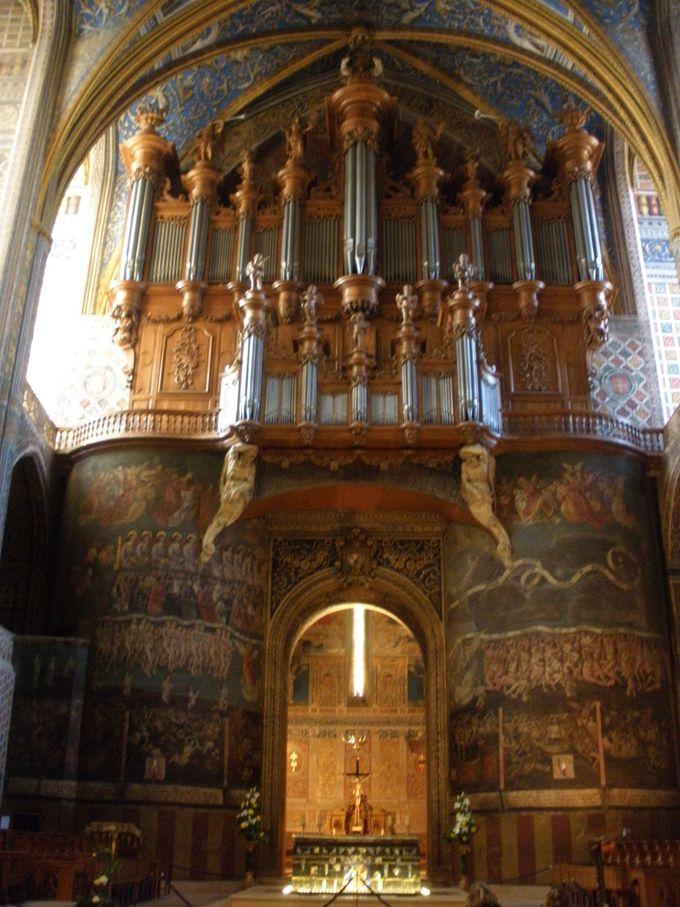 大聖堂の内陣と宝物館は、目を見張るばかり!