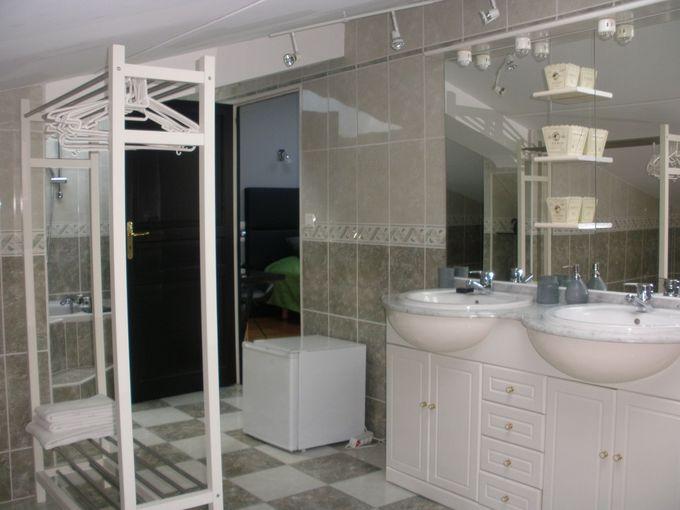 シャワー室とバスタブが別室で物干しスペースも