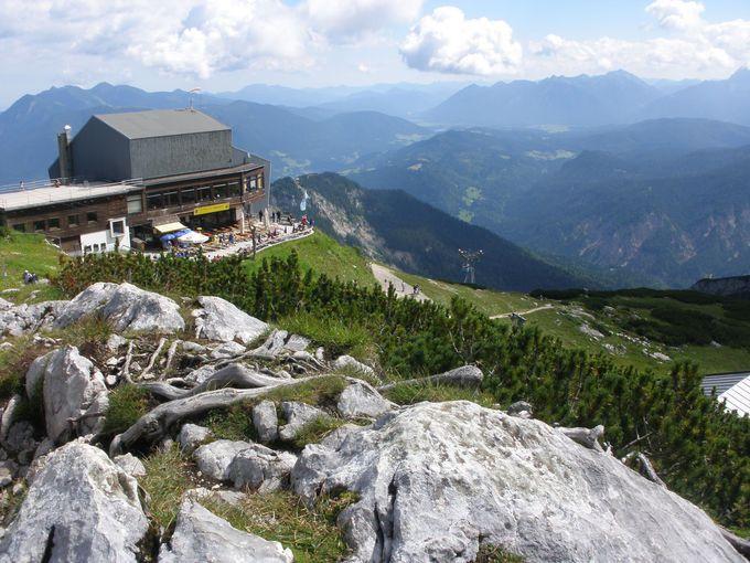 ハイキングコースを下って眺めを堪能