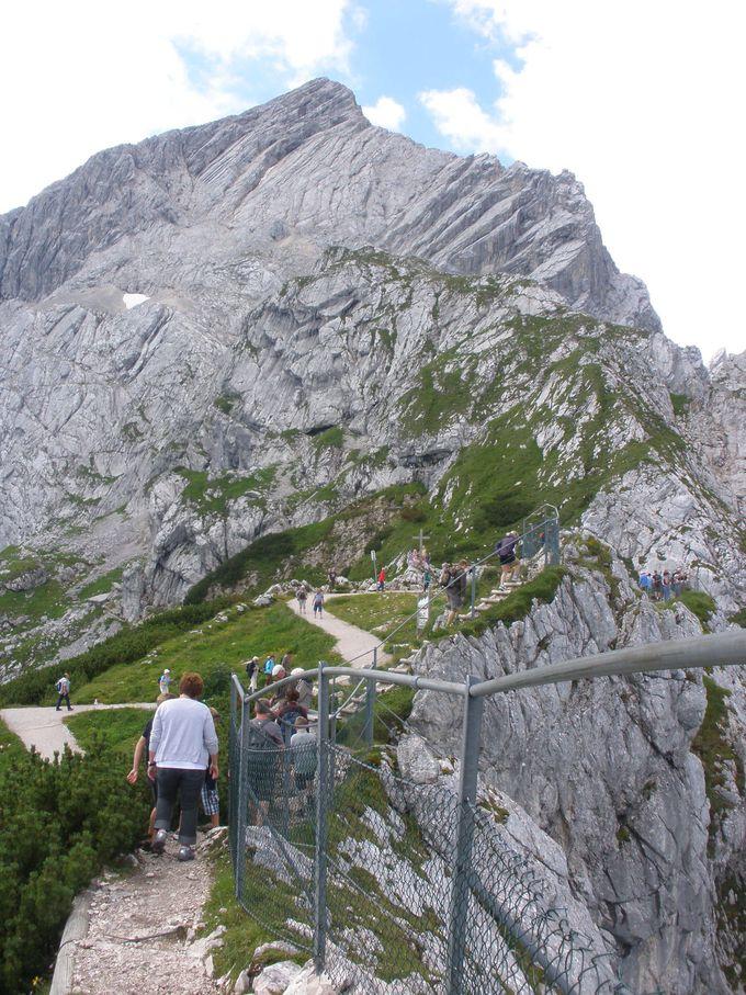 さらに岩山を上る