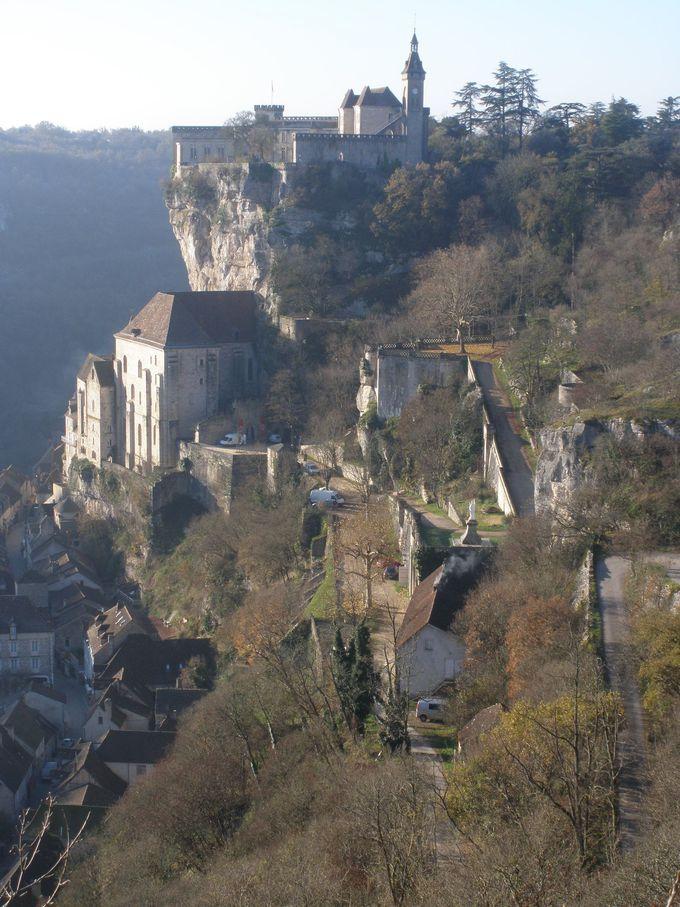 三層構造のロカマドール、崖の頂上から絶景を楽しもう!