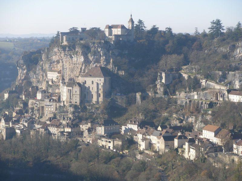 断崖絶壁の聖堂と礼拝堂!南西フランスの巡礼地ロカマドール