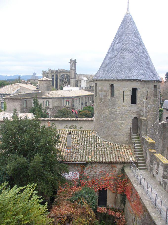 歴史を物語るコンタル城内見学