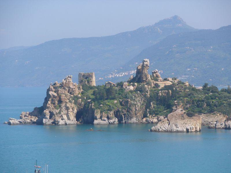 海から山から絶景を満喫!イタリア・シチリア島のチェファル