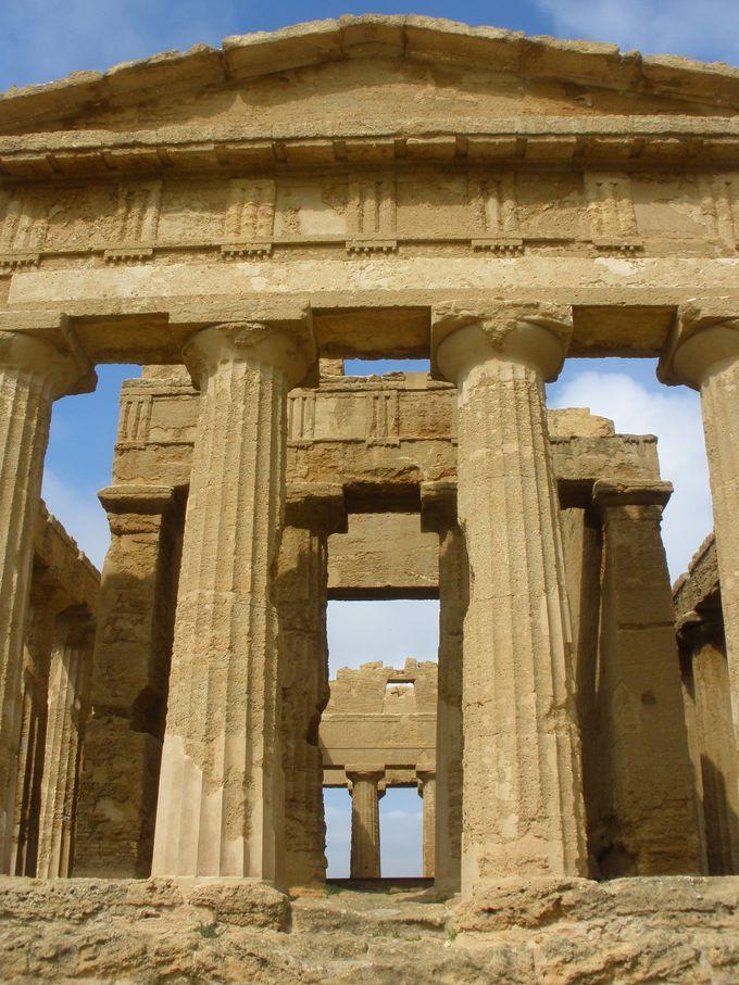 考古学地区の神殿の谷へ