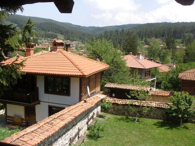美しいお屋敷たちが今も残る、ブルガリア初の「美術館都市」!コプリフシティッツァ