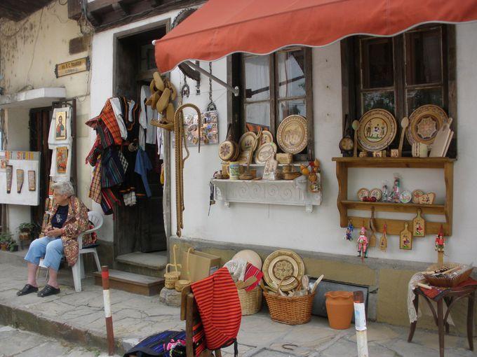 小さな工房を持つ店が軒を並べるサモヴォドスカタ・チャルシャ