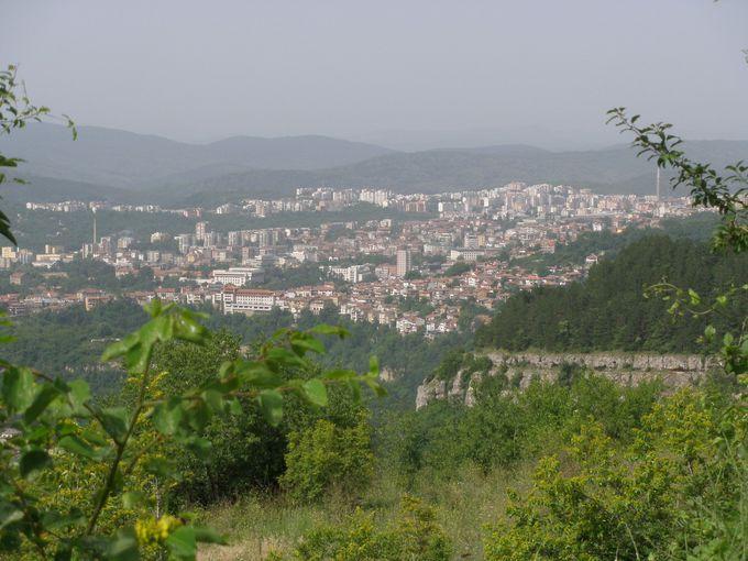 古都ヴェリコ・タルノヴォを見渡す眺め