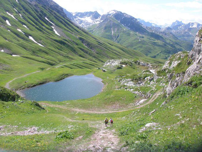リューフィコプフの山上から湖までハイキング