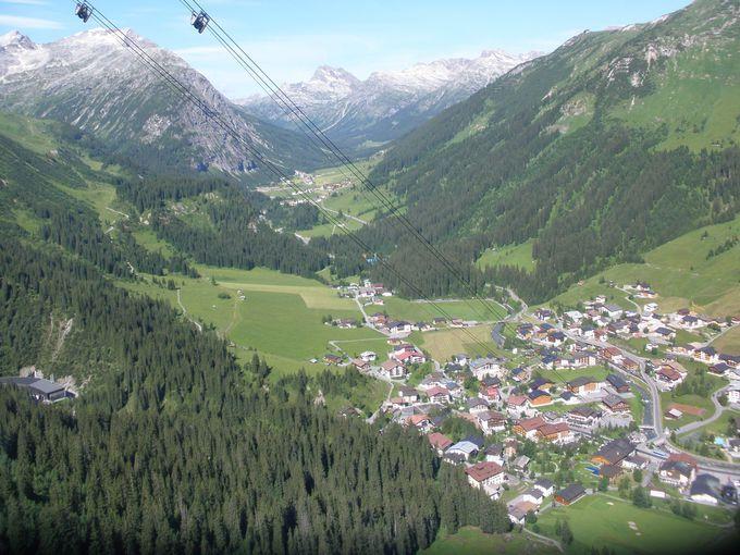 ロープウェイで山上からの眺めを楽しもう
