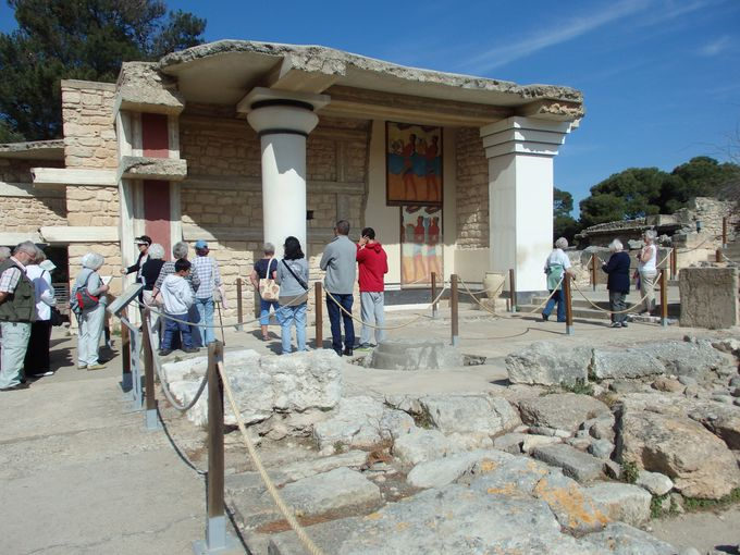 夢の迷宮クノッソス宮殿の復元跡へ