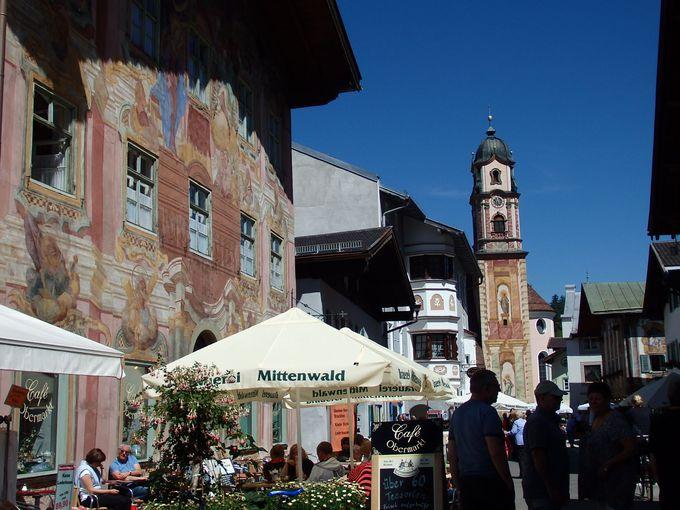 カラフルな壁絵が見事な町並みのミッテンヴァルト!バイオリン作りの故郷はお花も溢れる美しさ!
