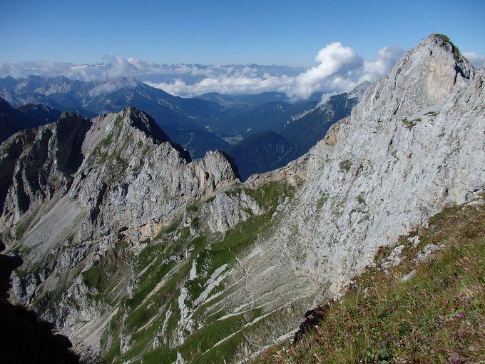 切り立ったカーヴェンデルの山上!山並みと平原を見渡しながらのハイキング