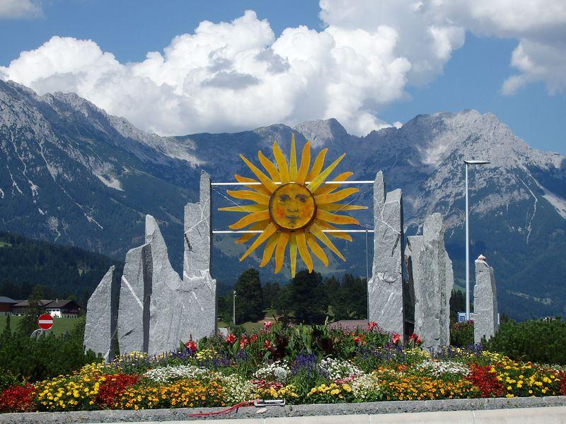 チロル東部の絶景!威風堂々の「カイザーゲビルゲ」名前通りの皇帝山脈は魅力いっぱい