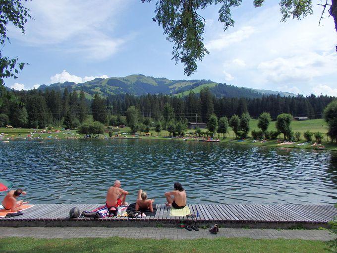 キルヒベルグの町外れの湖はプール?