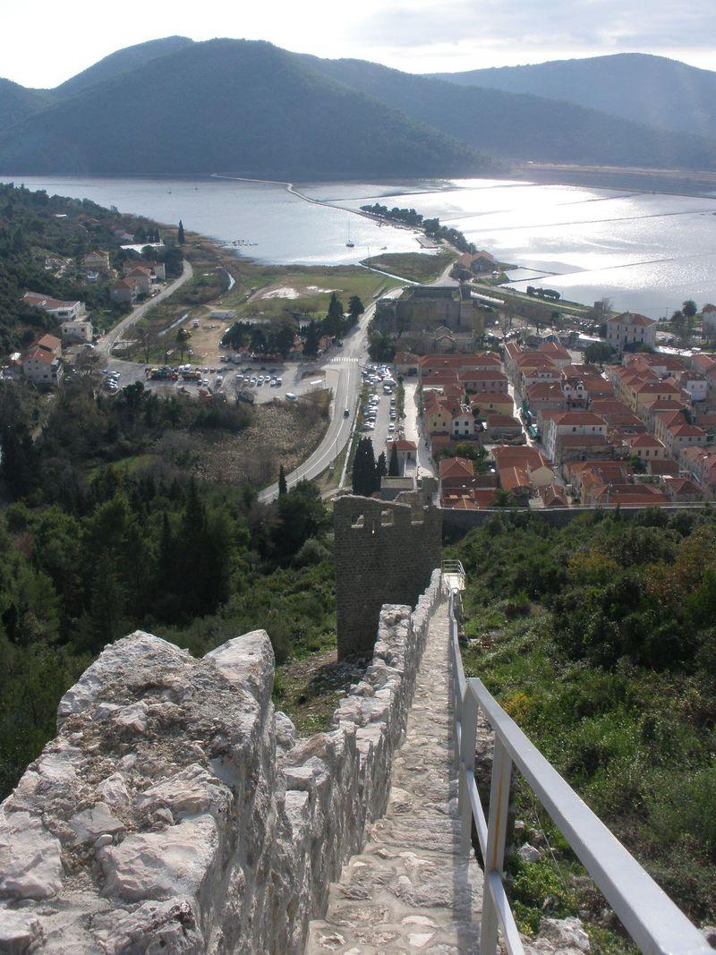 欧州第ニの長さ!クロアチア・ストンの城壁から見るアドリア海の眺め