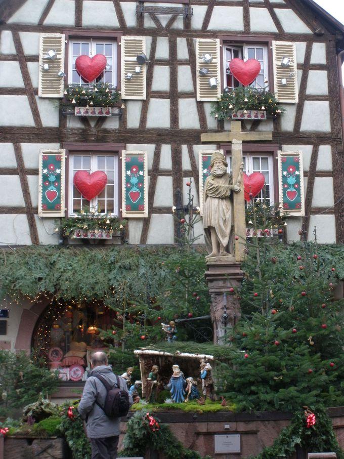 良質のワインの産地!クリスマスのお飾りが可愛い町並み