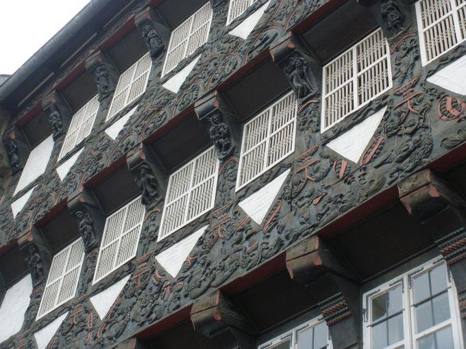 一つひとつ丁寧な細かい装飾が素敵な木組みのお家