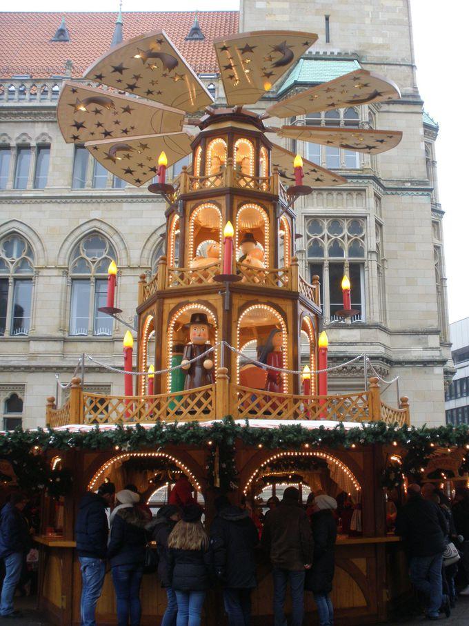 クリスマスタワーが中心!ブルグ広場のクリスマスマーケット