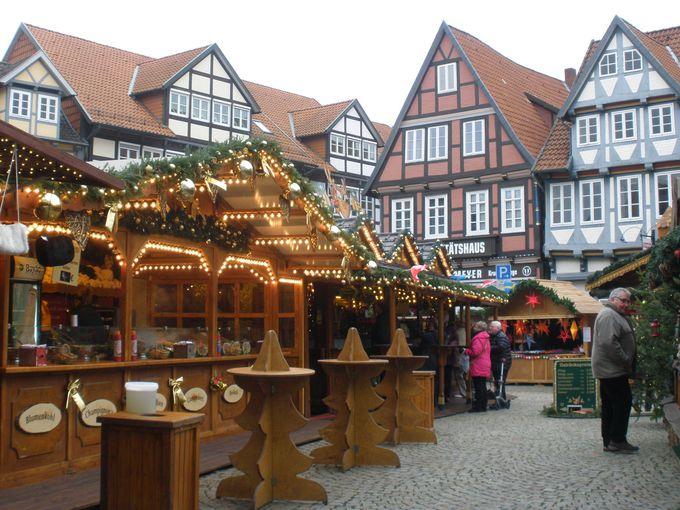 まるで童話の世界!クリスマスマーケットが彩りを添えて