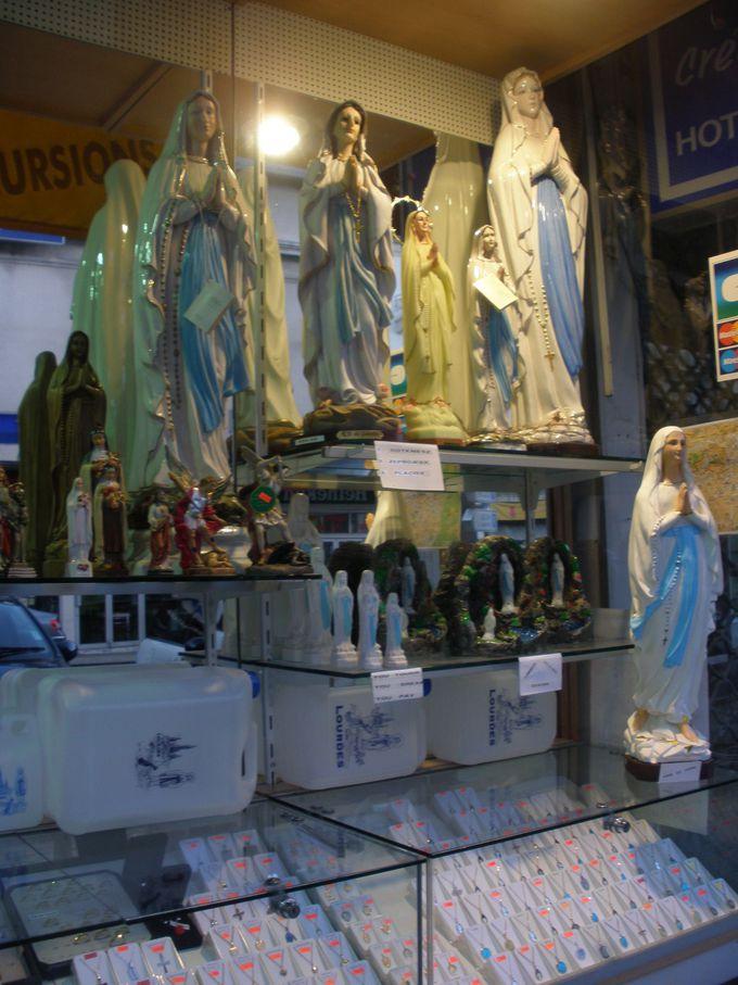 奇跡を起こす泉の水も聖母マリア様も、お持ち帰り!