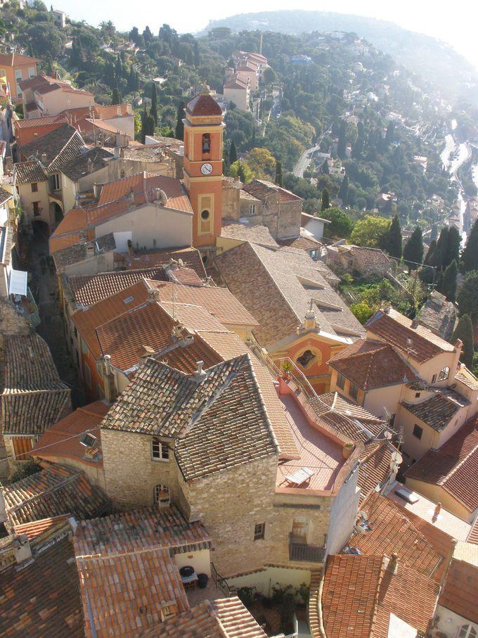 お城の塔から見渡す家並みと地中海の絶景