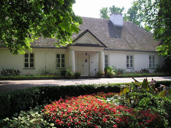 広大な庭園に囲まれた生家