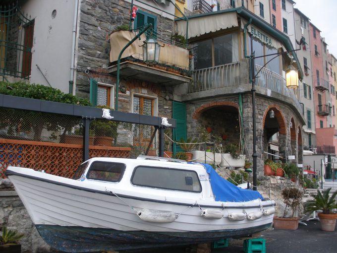港沿いに建ち並ぶカラフルな建物