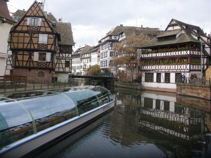 ドイツの香りがする木組みが建ち並ぶ!運河沿いの旧市街は世界遺産