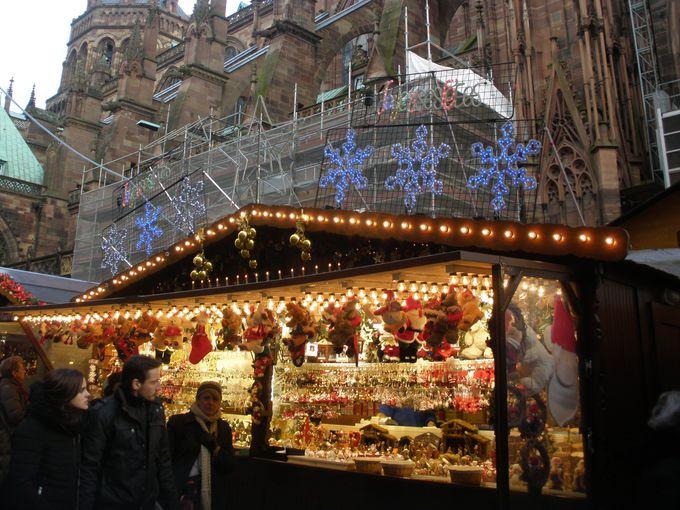 街全体がクリスマスムードで包まれるストラスブール